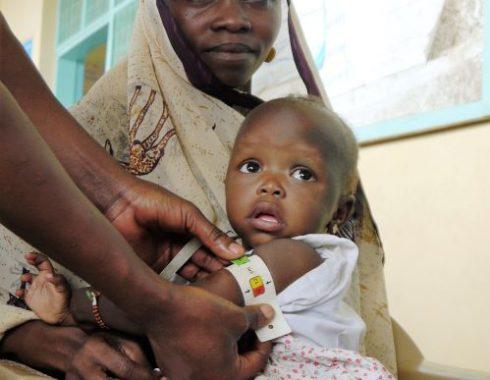 Kinderbild Frau mit Baby resized